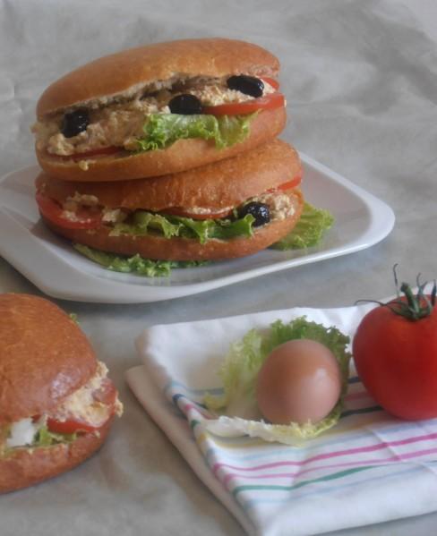 sandwich pan bagnat sandwich pain bagnat maison niçois au thon et crudité