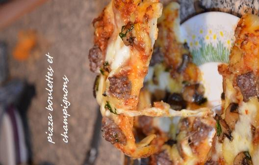 Pizza aux boulettes de viande et champignons
