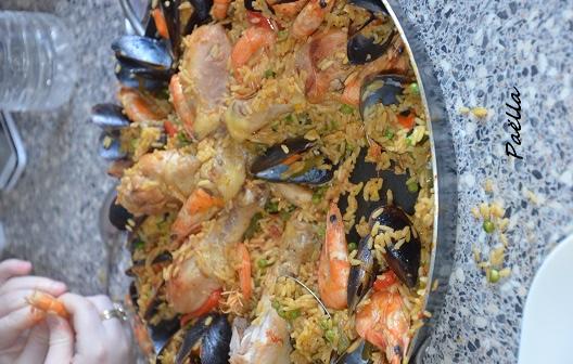 paella facile au poulet crevette et moule recette espagnol aux pilons de poulet