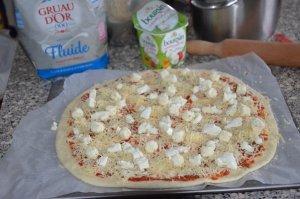 pizza au fromage ail et fines herbes 4