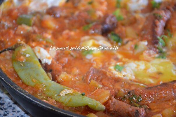 chakchouka aux pommes de terre et merguez - ojja aux pommes de terre merguz- oeuf- plat tunisien