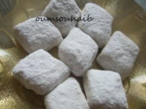 losanges fonadants sucre glace graines de sésame et cacahuète gâteau algérien
