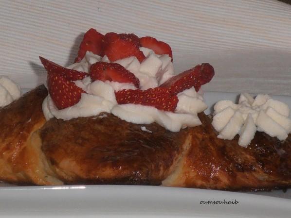 feuilleté brioché aux fraises et chantilly