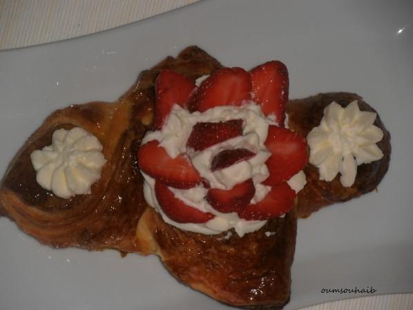 feuilleté aux fraises et chantilly