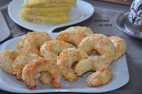 tcharek gâteaux algériens croissants aux amandes pâte sans levure