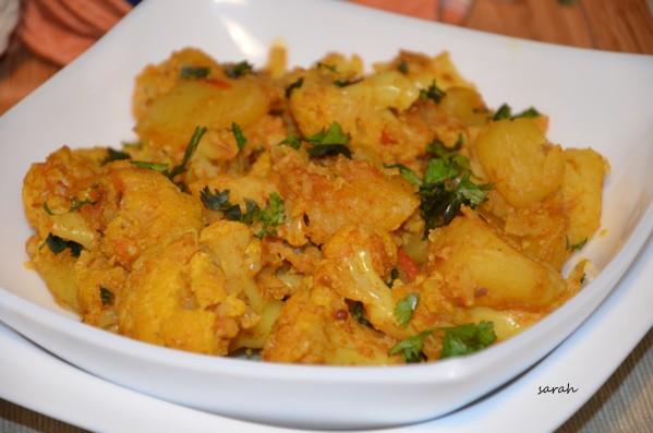 aloo gobi plat indine- curry choux fleur pommes de terre vegetarien