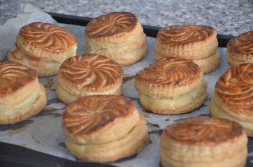Mini galettes des rois pistache abricot