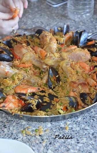 paella faile au poulet crevettes et moules