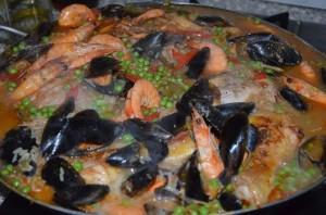 paella facile au poulet crevette et moule recette espagnole maison rapide