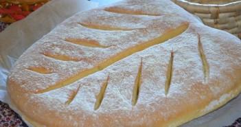 pain-a-la-farine-de-mais-en-feuille
