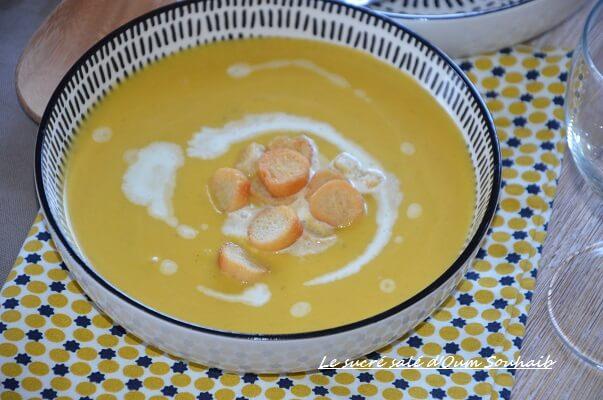 oupe de citrouille et pomme de terre facile au curry potiron courge