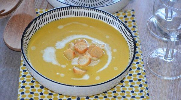 soupe de citrouille et pomme de terre le sucr sal d 39 oum souhaib. Black Bedroom Furniture Sets. Home Design Ideas