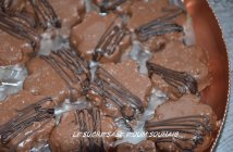 biscuit sablé au chocolat au lait glaçage rocher et caramel beurre salé