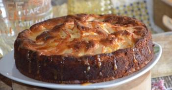 gâteau au yaourt pommes et caramel beurre salé