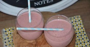 smoothie au lait d'amande fraise banane