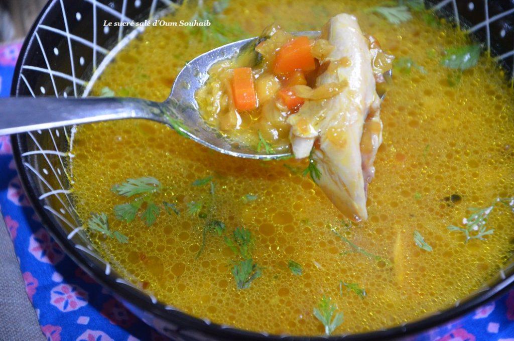 bouillon-detox-aux-legumes-et-poulet