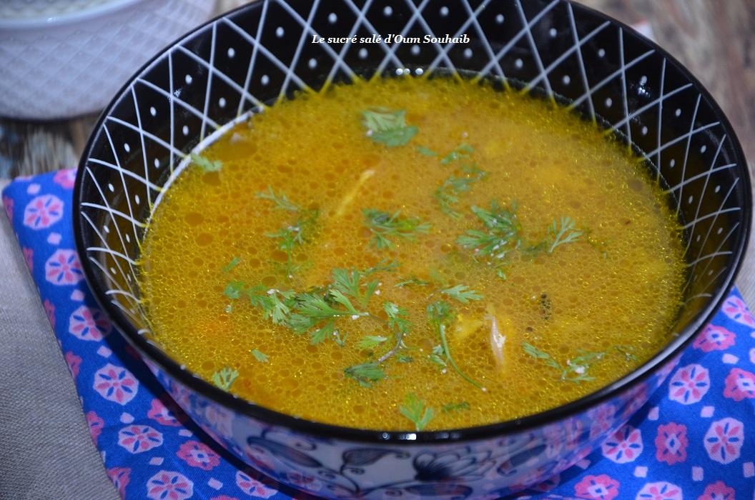 bouillon-leger-aux-legumes-et-poulet