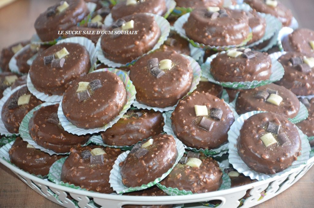 petit-gateau-au-chocolat-au-glacage-rocher