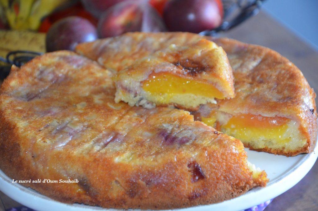 gateau-aux-nectarines-et-amandes-effilees