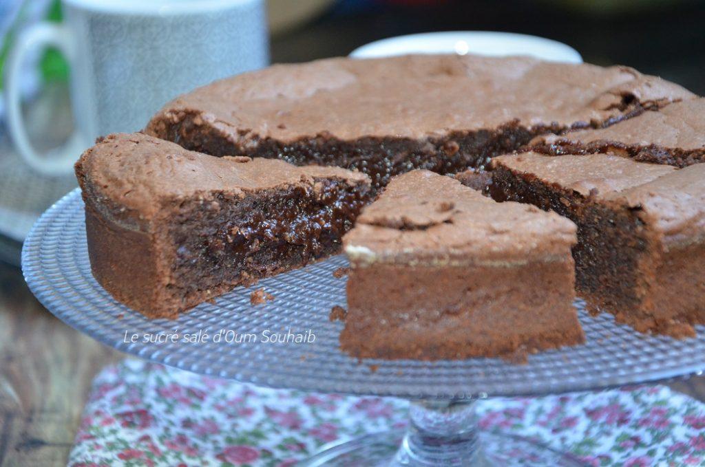 delicieux-gateau-au-chocolat-au-coeur-fondant