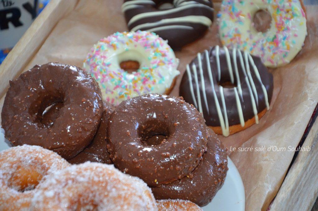 petits-donuts-au-glacage-au-chocolat
